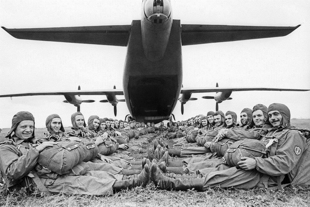 Десантники перед вылетом