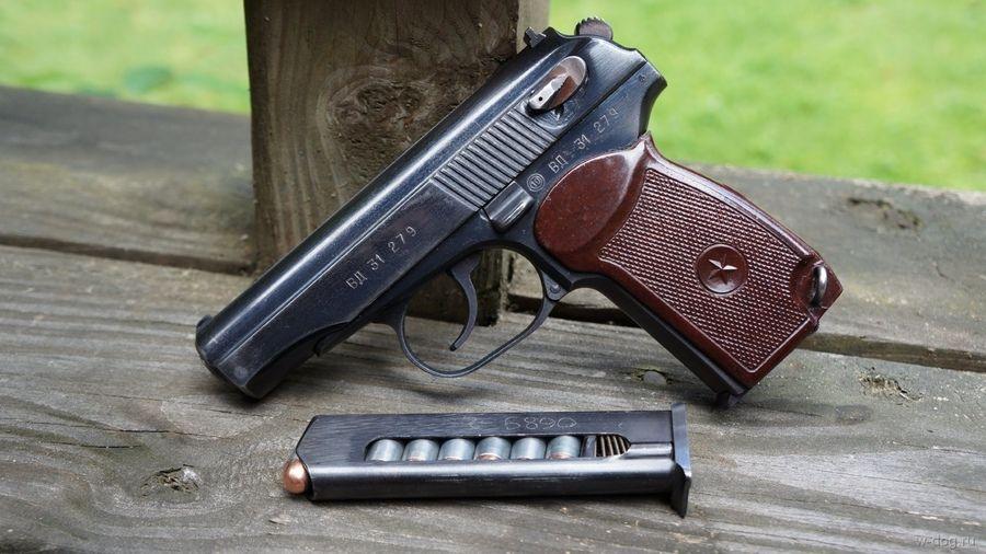 Пистолет Макарова и обойма