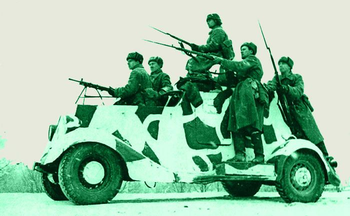 Солдаты на БА-20