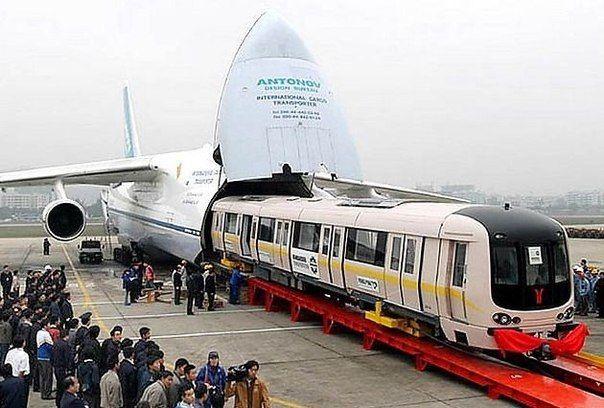 Выгрузка поезда из АН-225