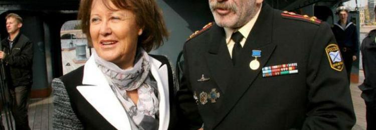Полковник Розенбаум: в армии не служил, зато весь в наградах