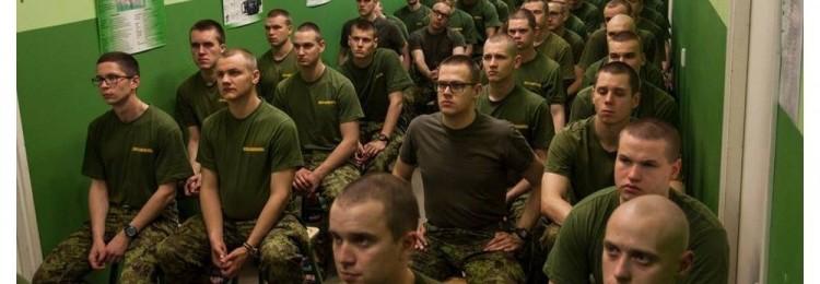 Русскоговорящие солдаты Эстонии обижают коренных сослуживцев