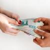 Младшая сестра жены постоянно занимает у нее деньги без отдачи