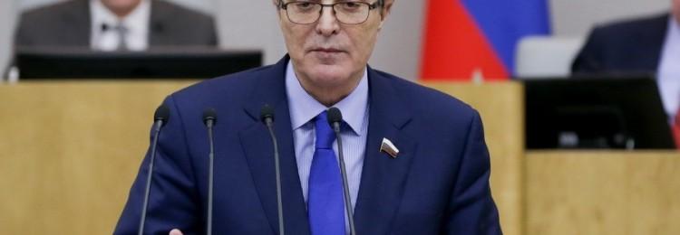 «Единоросс» заявил, что депутаты должны пользоваться всеми возможными благами