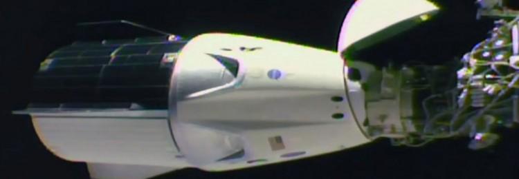 Из американского космического корабля Dragon полезли провода