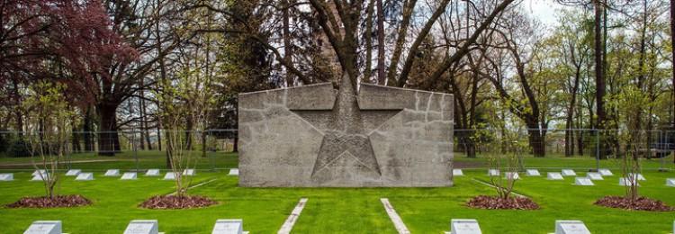 Советский памятник в Германии осквернен свастиками