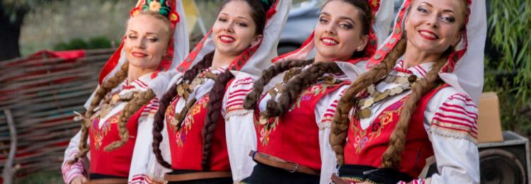 В Болгарии кивок головы означает нет, а покачивание головы в разные стороны – да