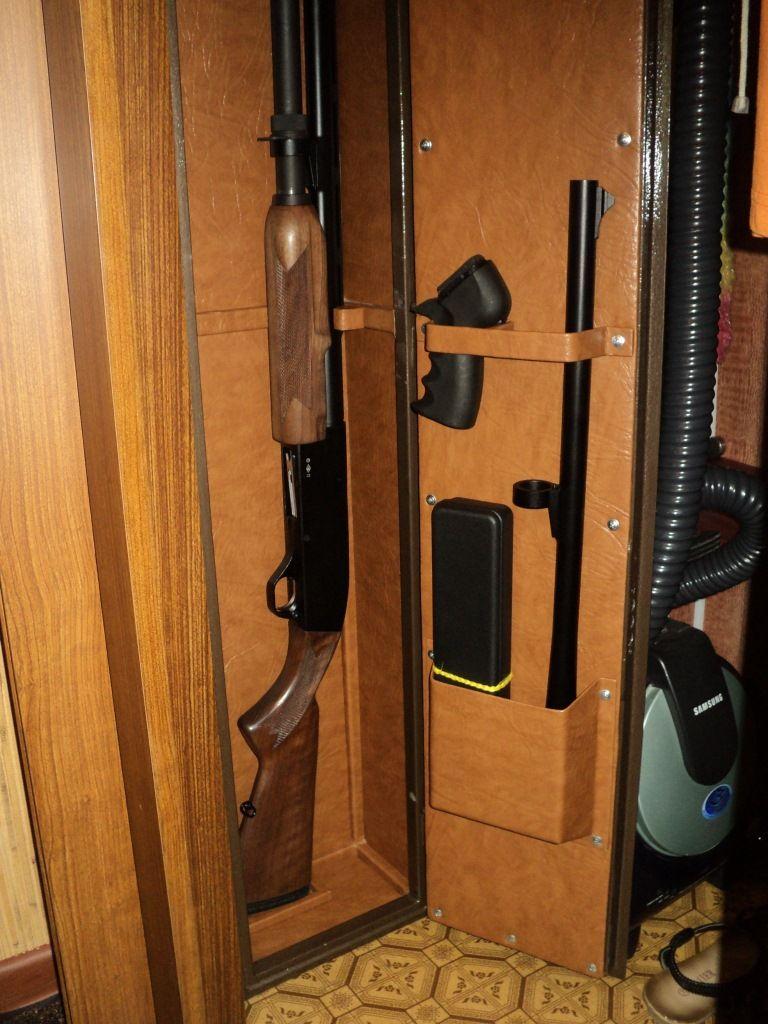 Оружейный сейф в нише стены
