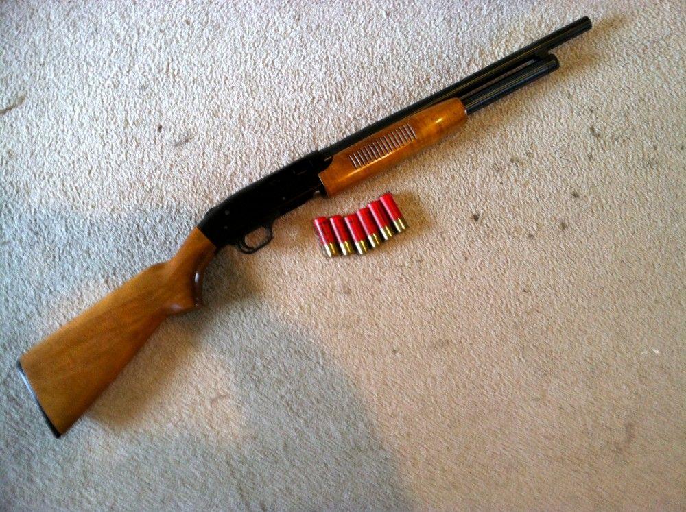 Помповое ружье с патронами