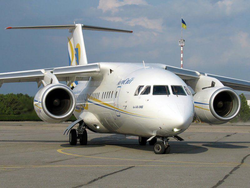 Ан-148 на земле