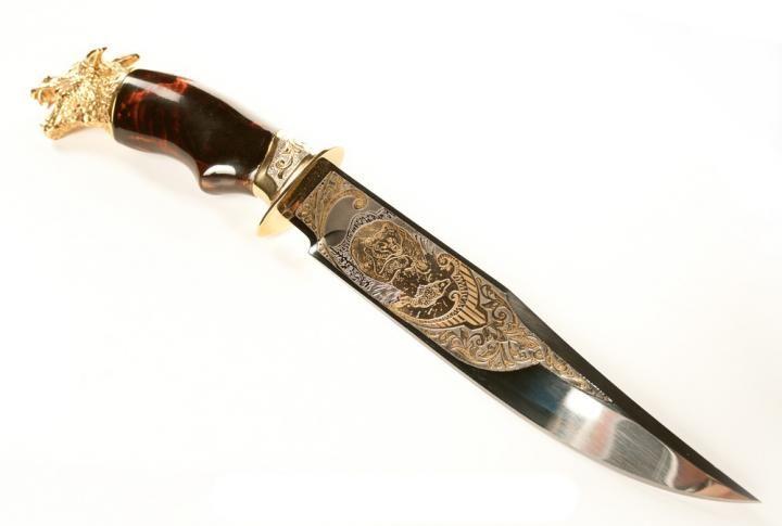 Богато украшенный охотничий нож