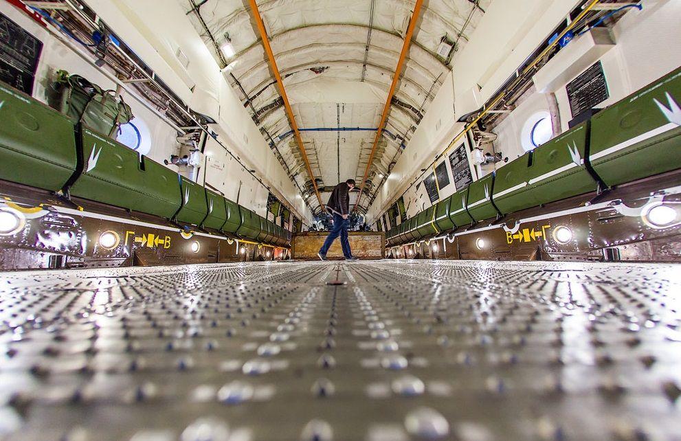 Грузовой отсек Ил-476
