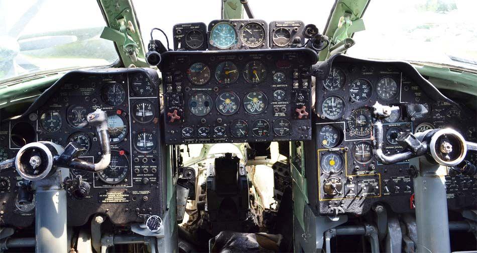 Кабина пилотов Ту-134