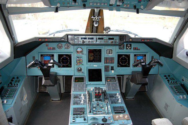Кабина пилотов Ту-204