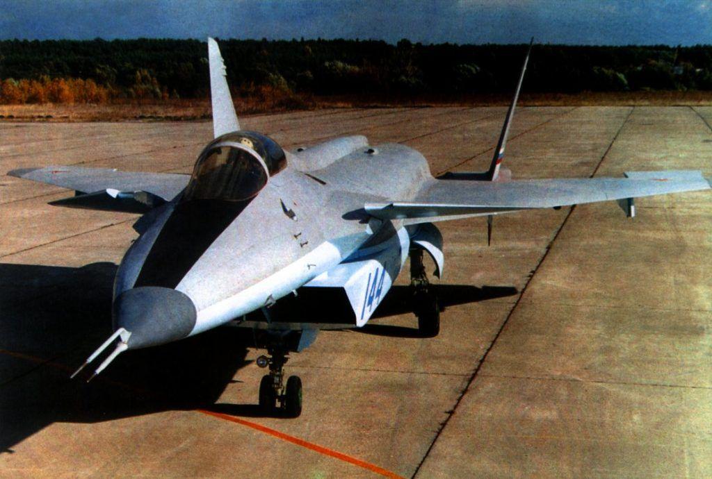 МиГ 1.44 на рулежке