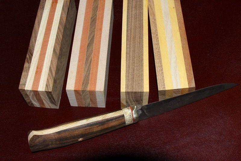 Охотничий нож и деревянный бруски
