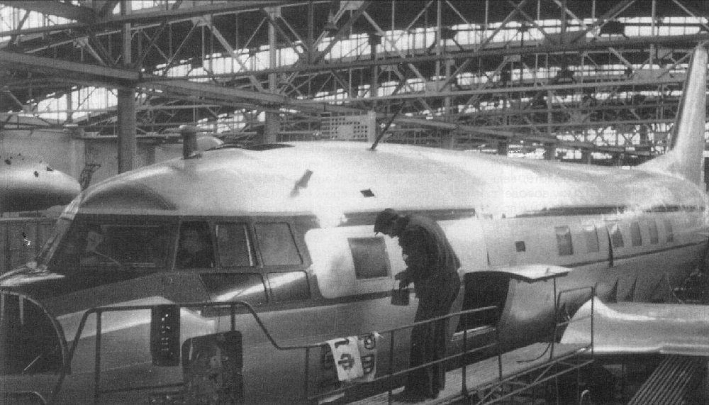 Сборка Ил-14 на заводе