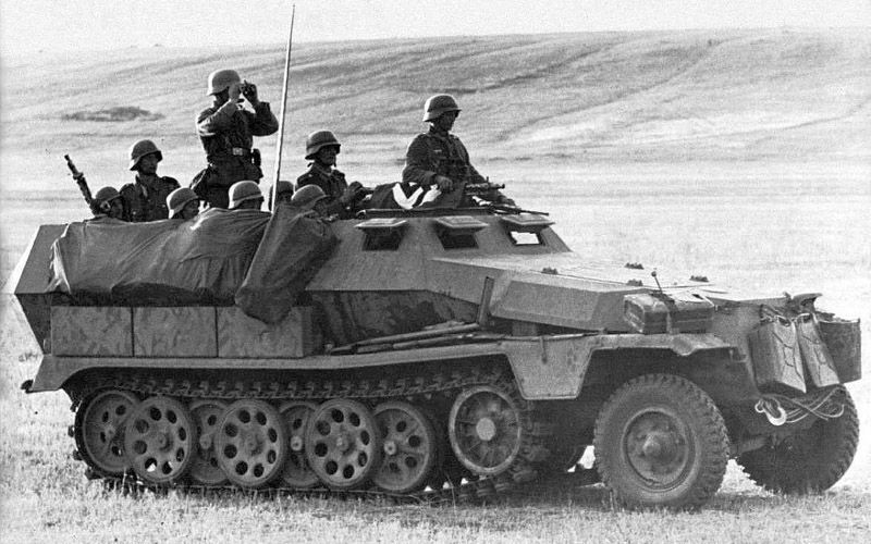 SdKfz 251 с солдатами
