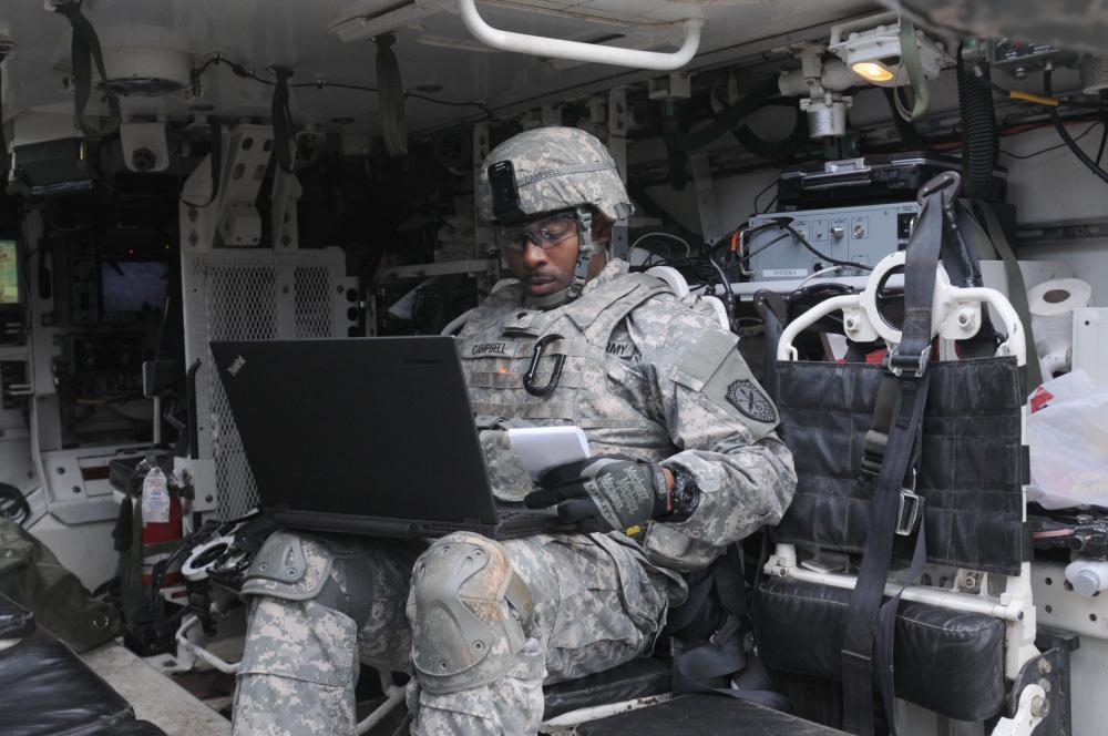 Солдат с компьютером