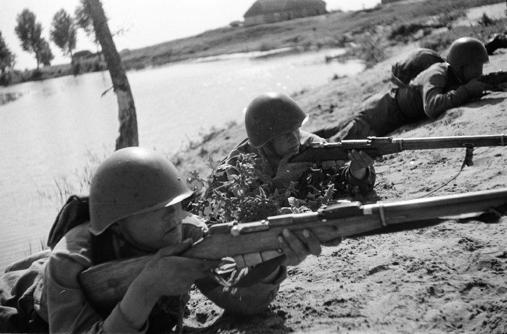 Солдаты с винтовками