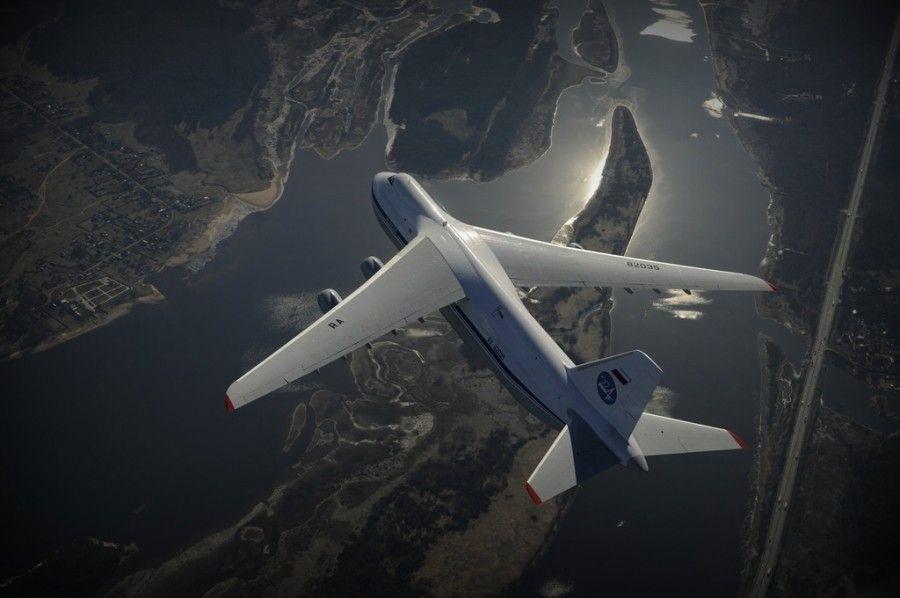 Ан-124 над землей