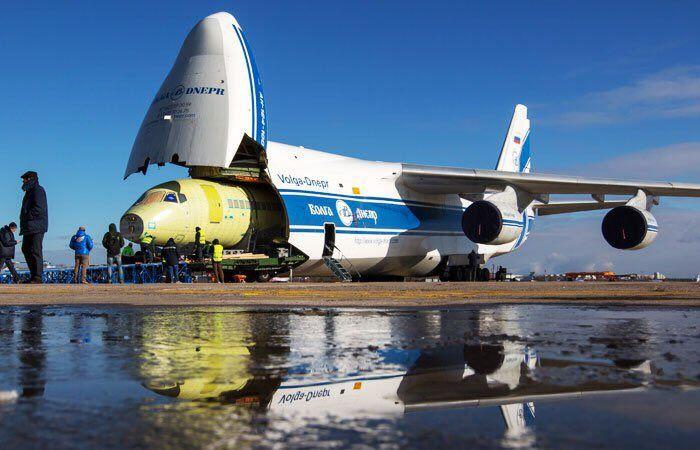 Ан-124 с открытым передним люком