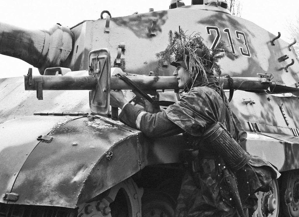 Гранатометчик и танк