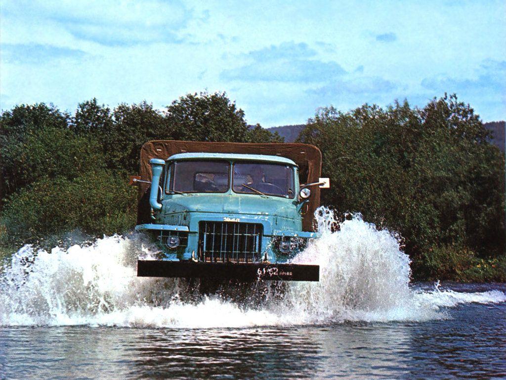 """""""Урал-375"""" в воде"""