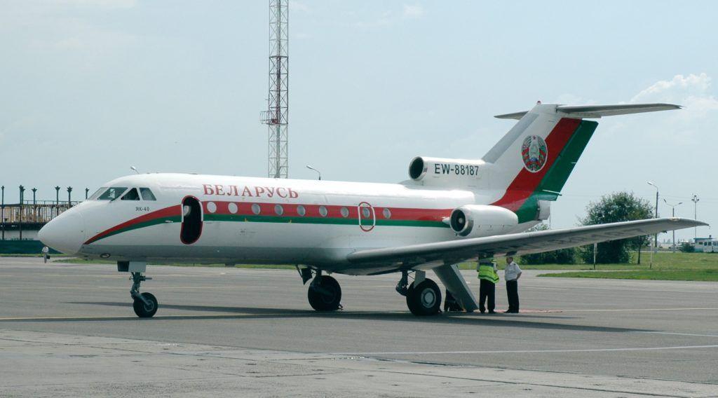 Як-40 в аэропорту