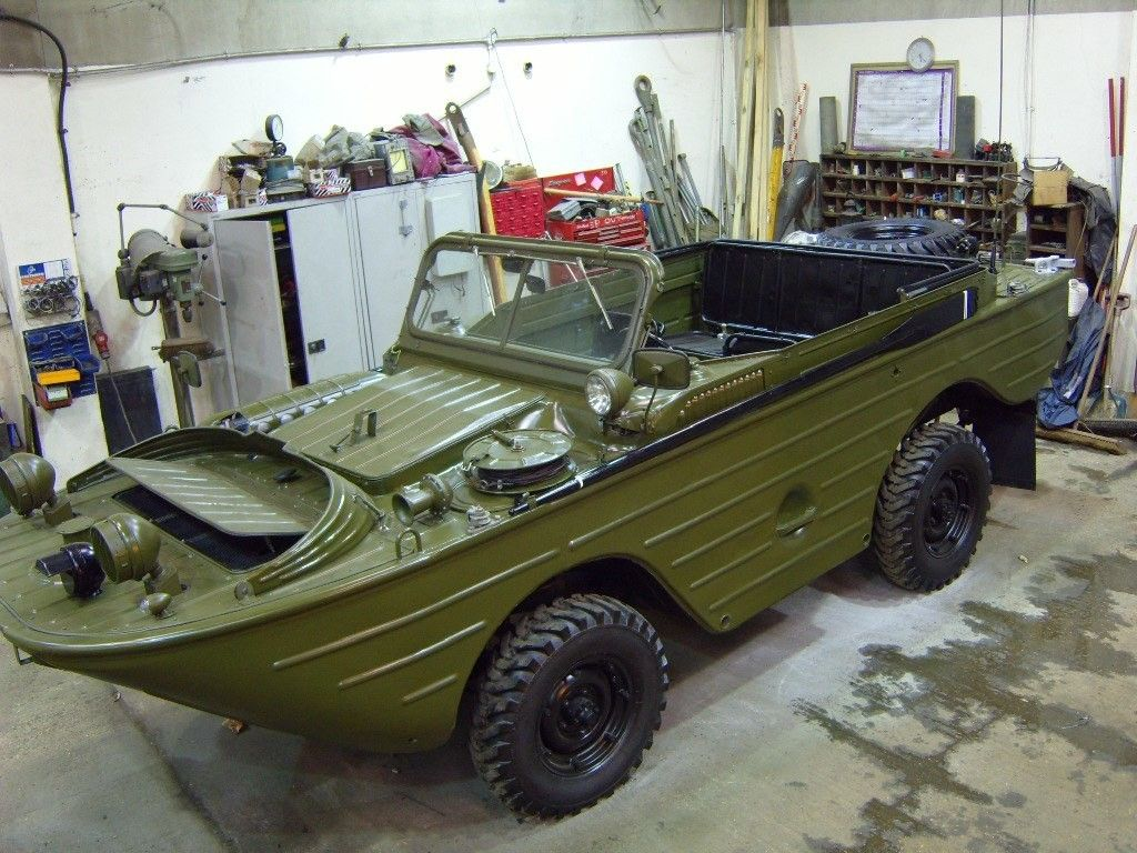 ГАЗ-46 в гараже