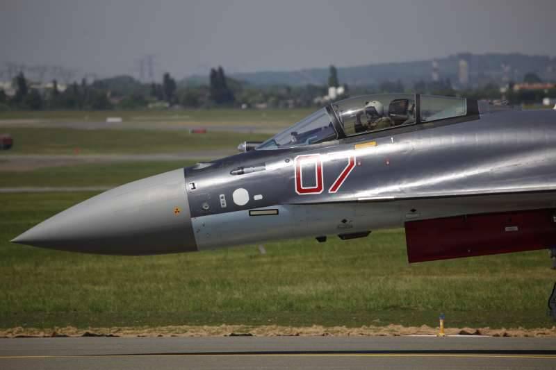 Кабина пилота Су-35