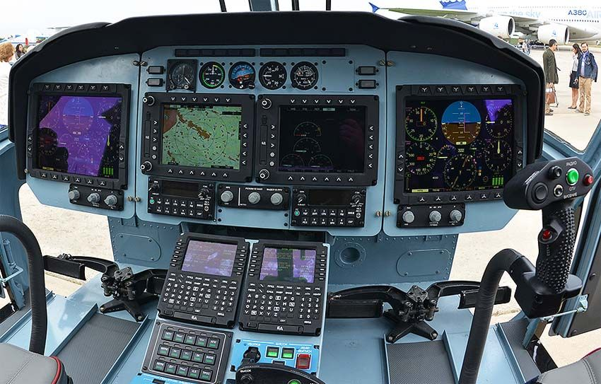 Кабина пилотов Ка-62