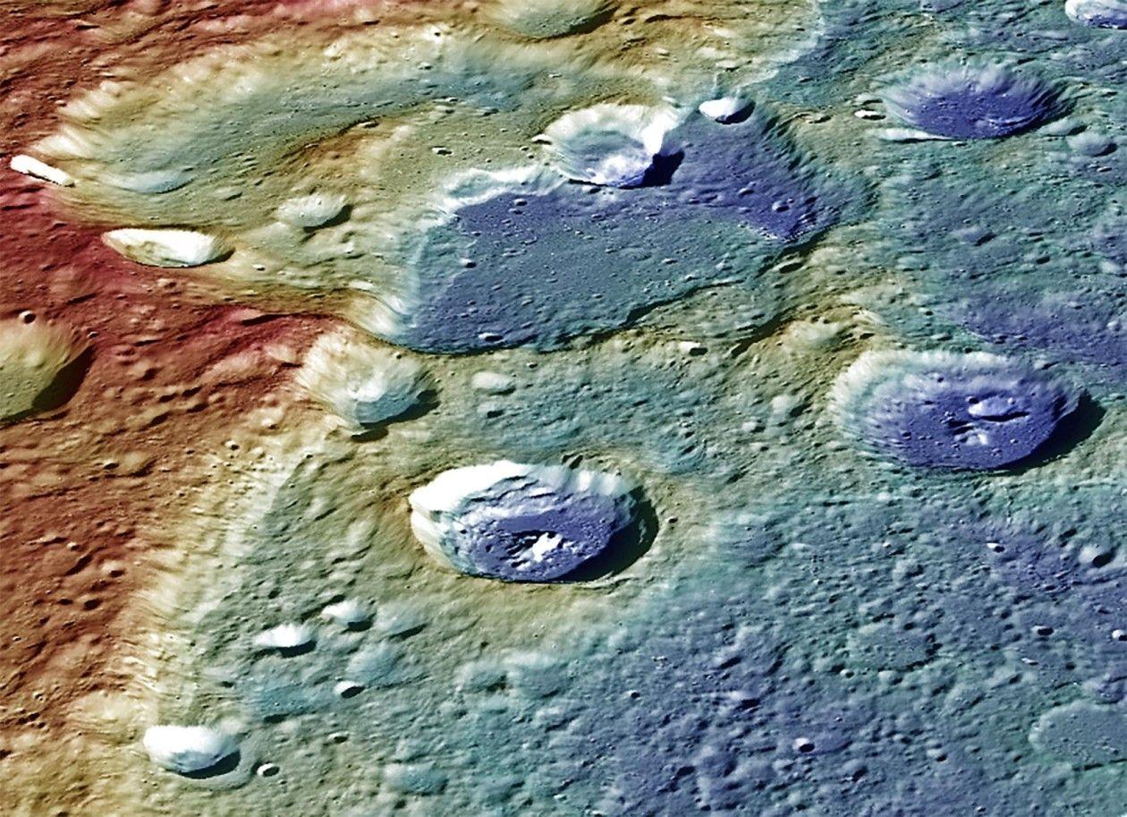 Поверхность планеты, кратер Калорис