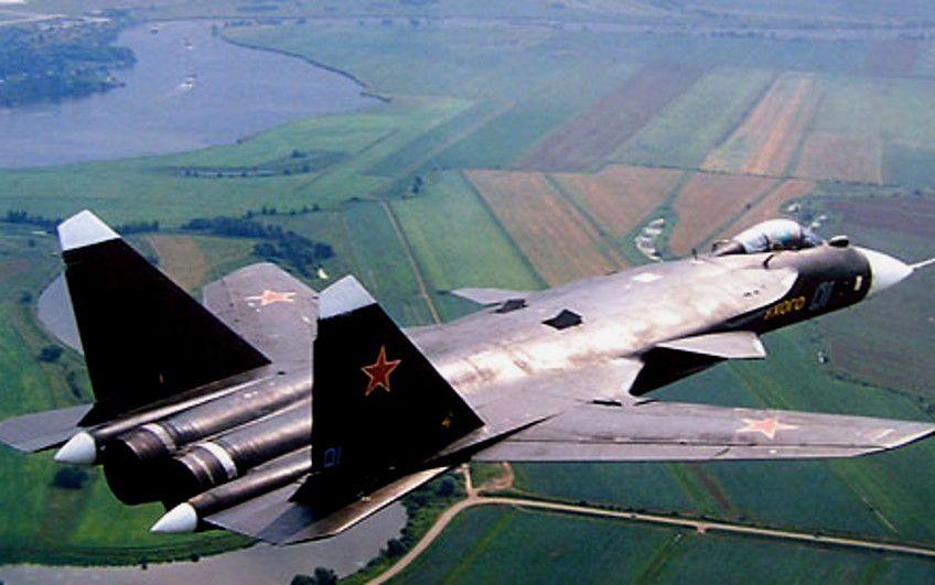 Су-47 над землей