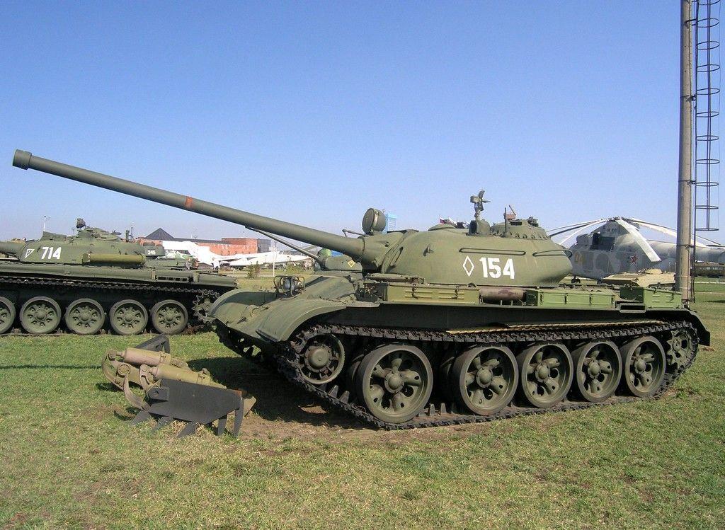 Т-54 среди военной техники