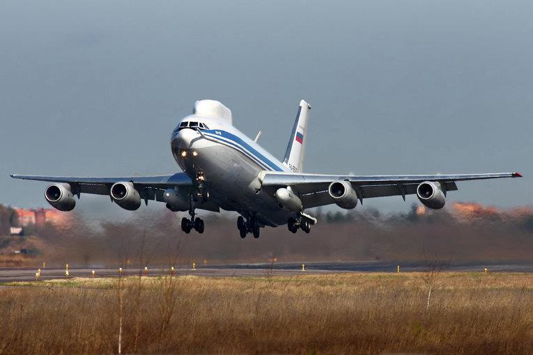 Взлет Ил-80
