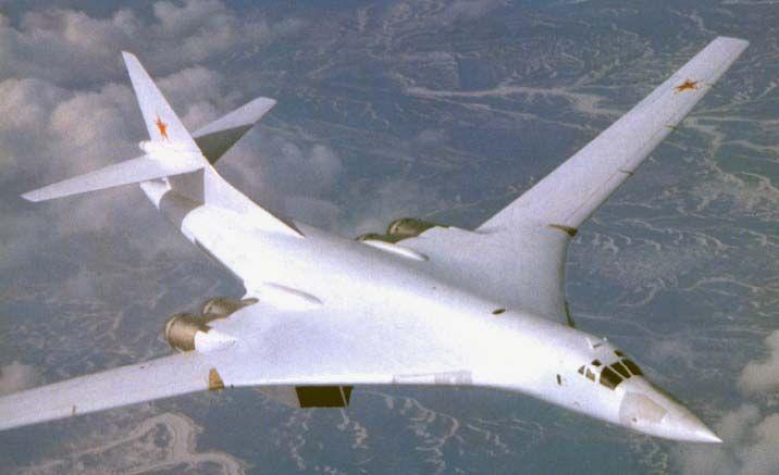 Ту-160 над землей
