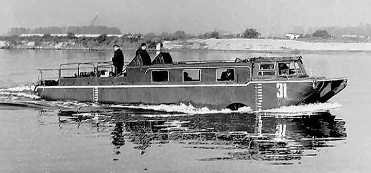 ЗИЛ-135П в воде