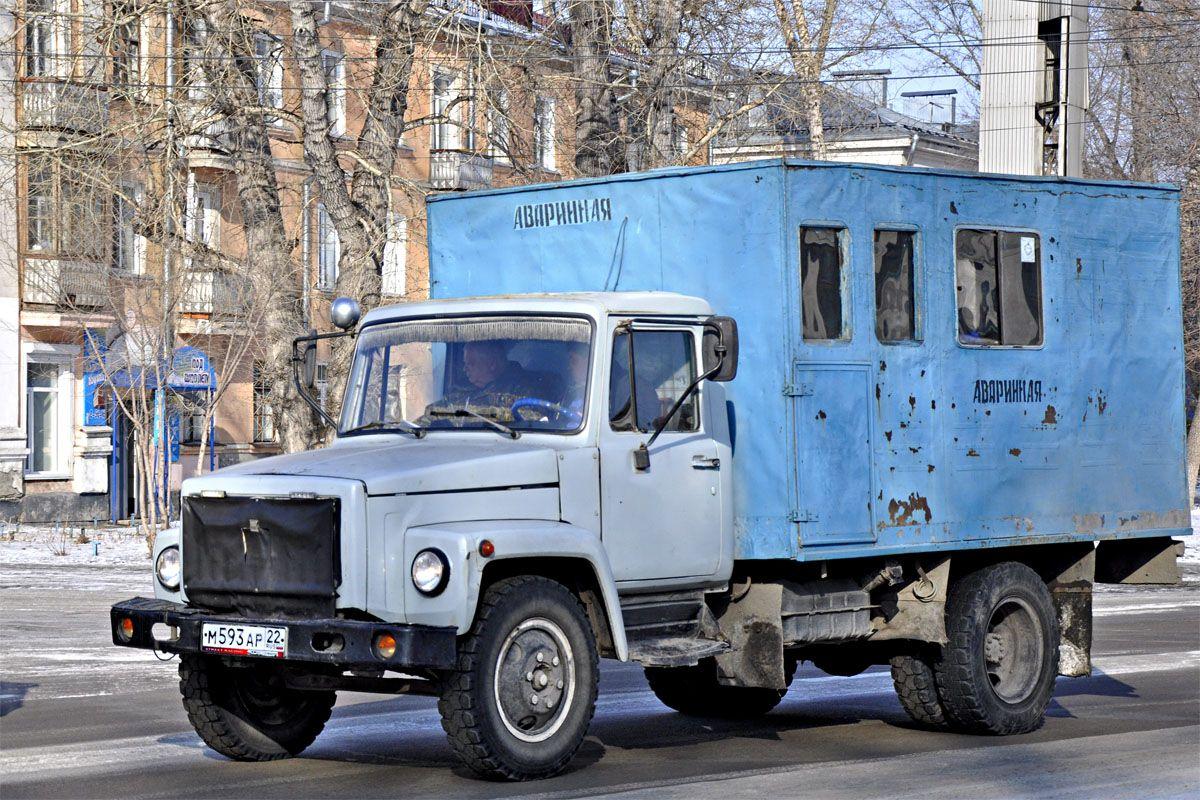 ГАЗ-3306 на дороге