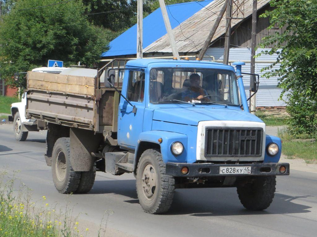 ГАЗ-4301 на дороге