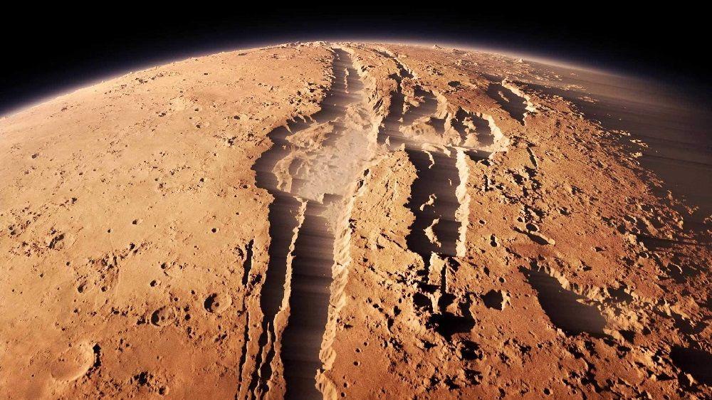 Гигантский кратер на Марсе