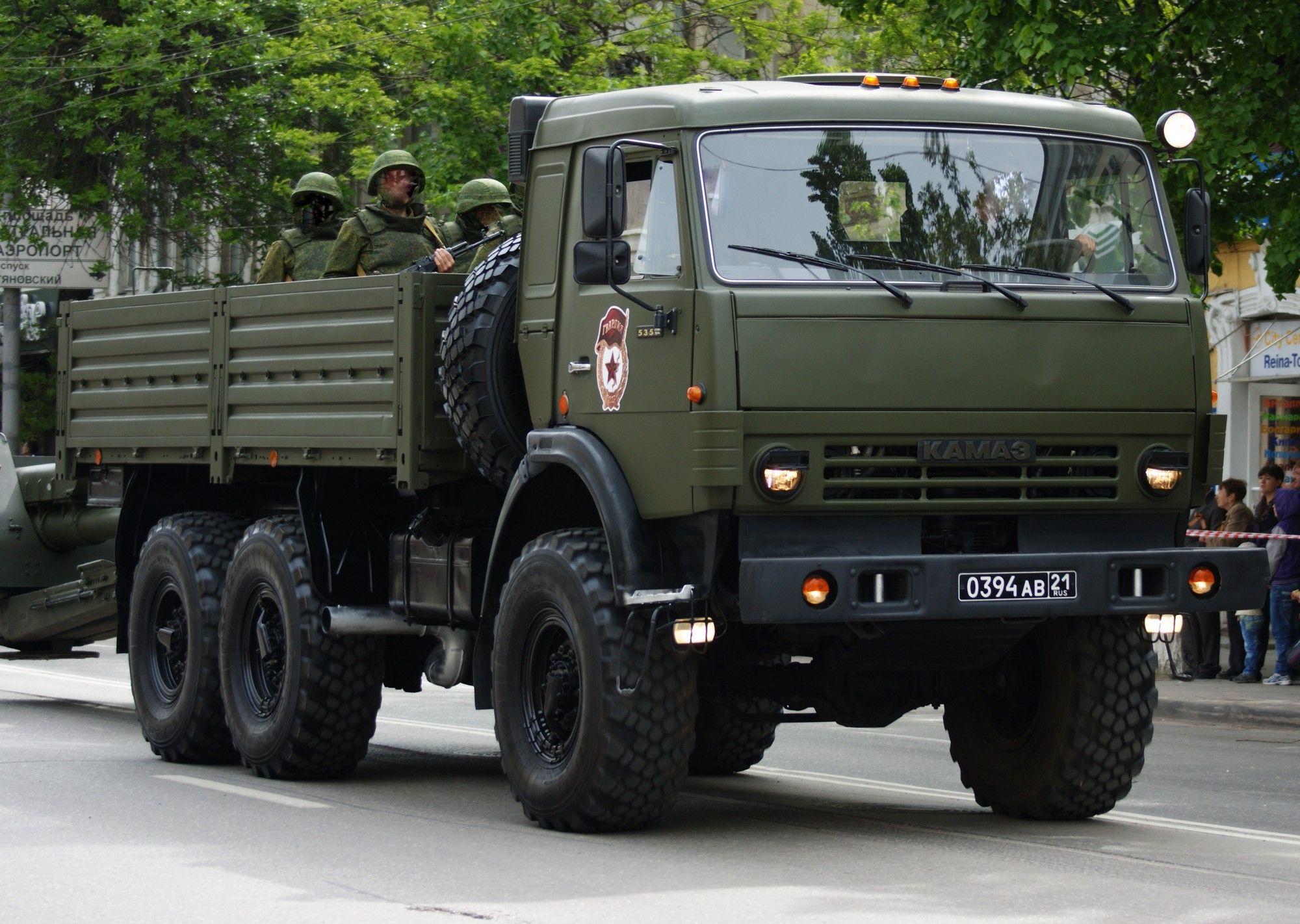 КАМАЗ-5350 с солдатами