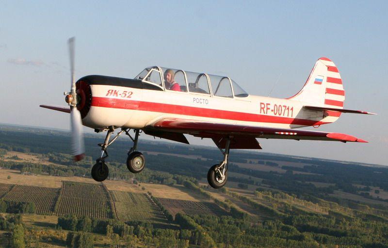 Як-52 над землей