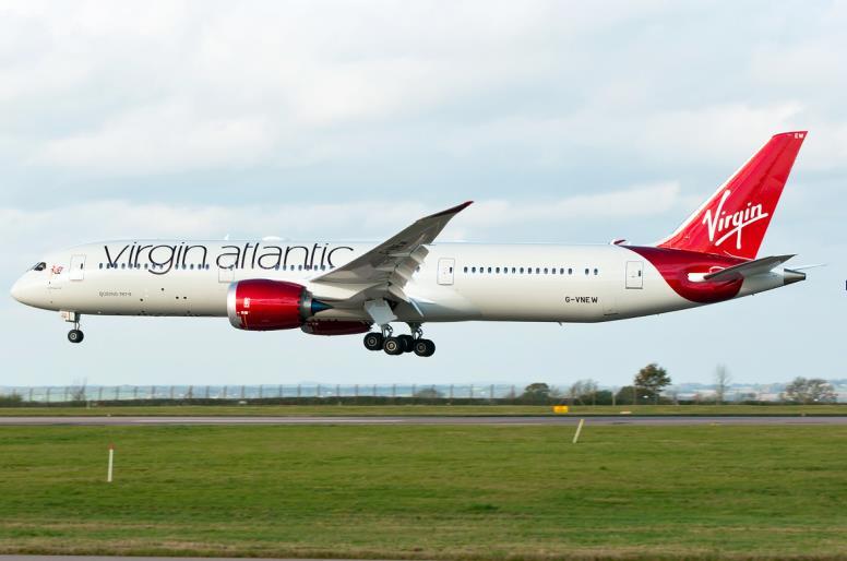Boeing 787-9 Dreamliner над ВПП
