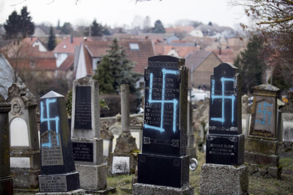 Оскверненное кладбище