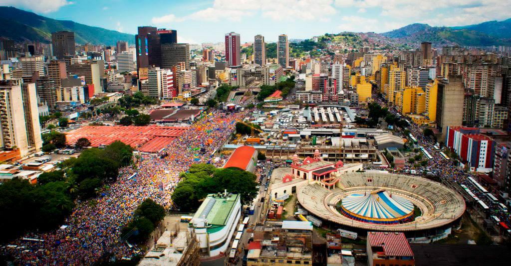 Толпы жителей Венесуэлы