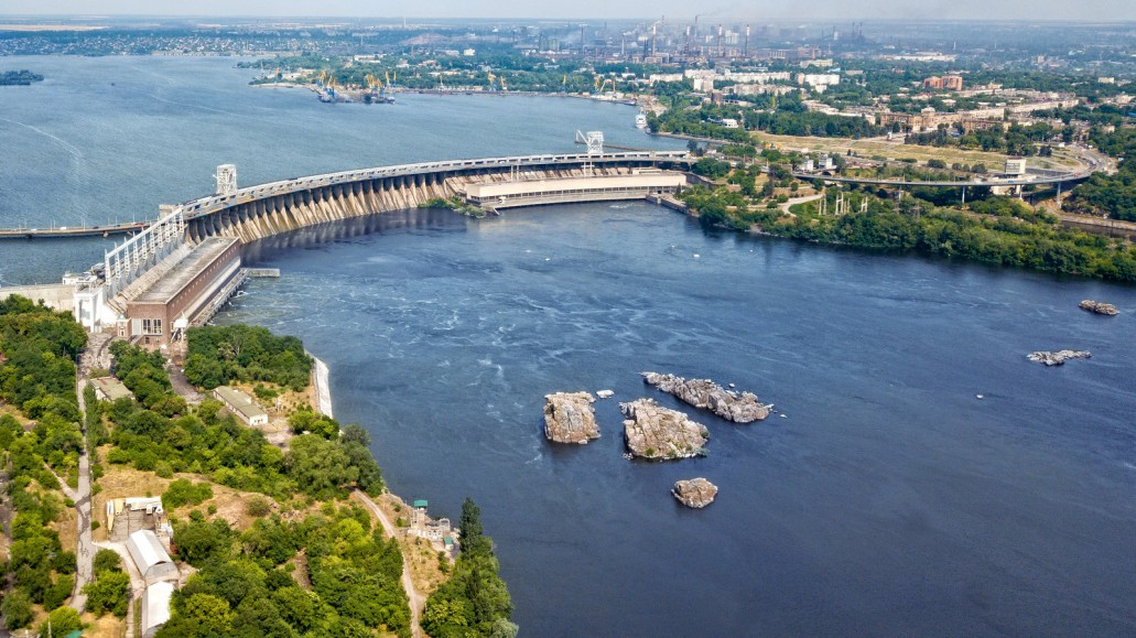 Днепровская плотина