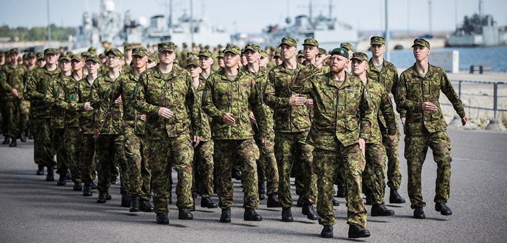 Эстонские солдаты на марше