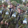 Эстонские солдаты с оружием