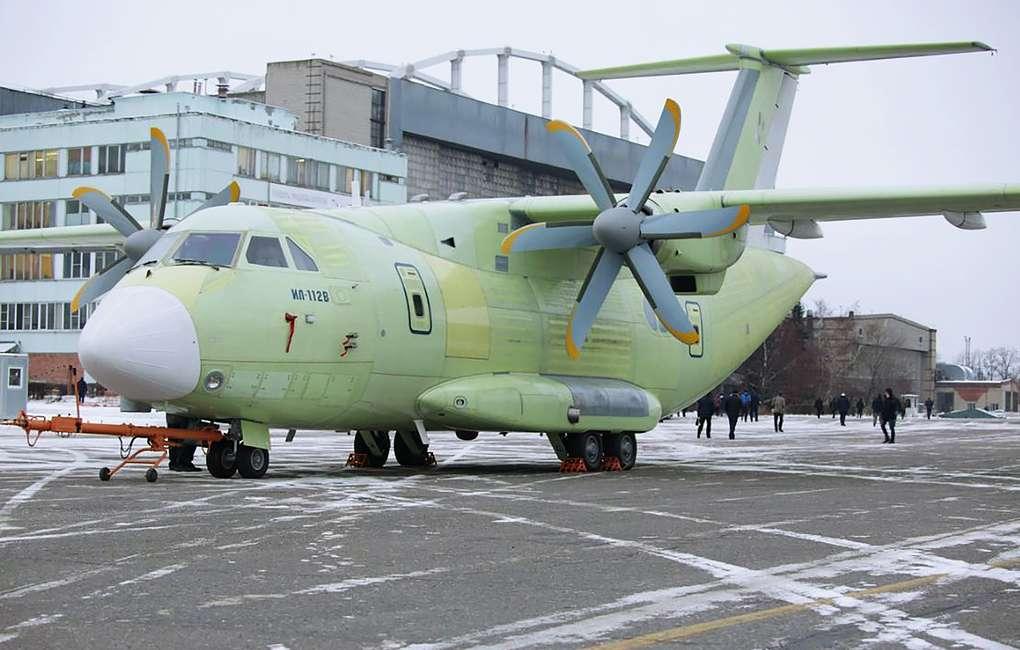 Ил-112В на аэродроме